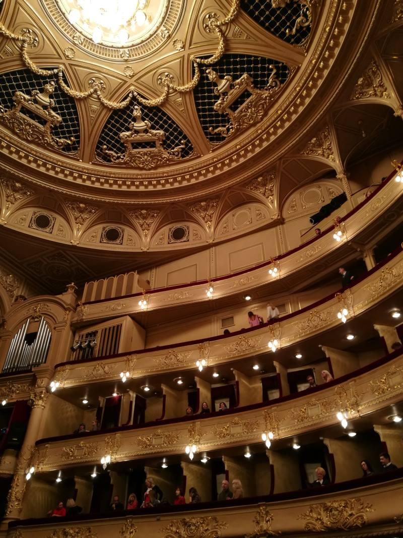 Το εντυπωσιακό εσωτερικό της Όπερας