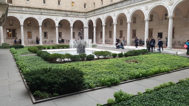 public-library-garden